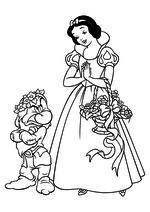 Раскраска Белоснежка с цветами и Ворчун