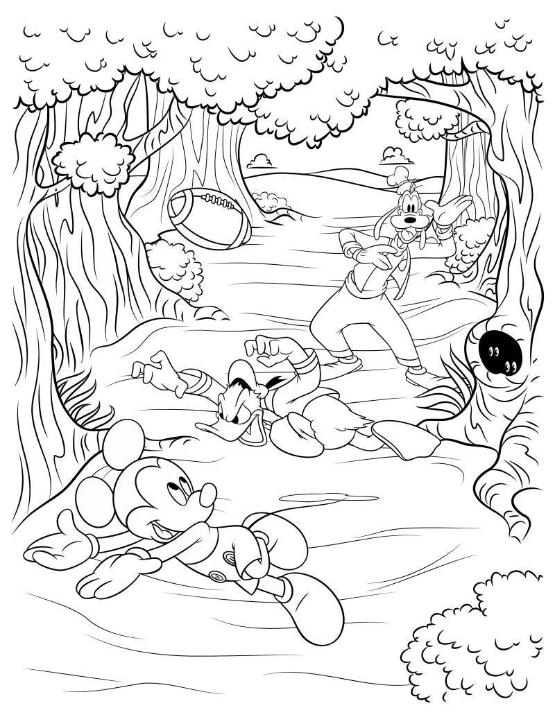 Раскраска - Микки Маус и друзья - Микки с друзьями играют в американский футбол