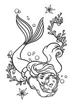Раскраска - Принцессы Диснея - Русалочка обнимает рыбку Флаундера