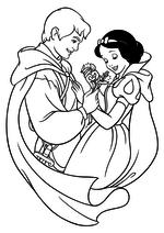 Раскраска Принц дарит Белоснежке цветы